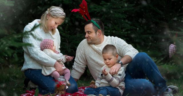 rodzinna sesja świąteczna w plenerze - Paulina Reczek